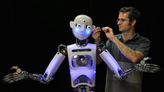 101245423-robot.530x298