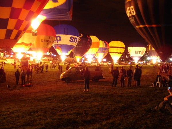 Bristol_Balloon_Fiesta_August_2004_Nightglow
